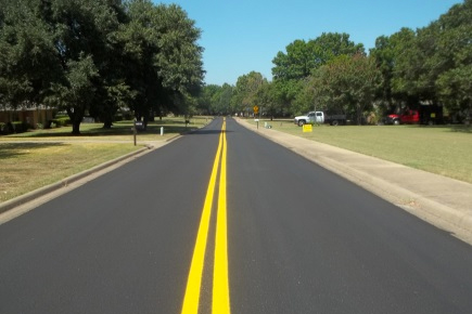 street-double-yellow-line